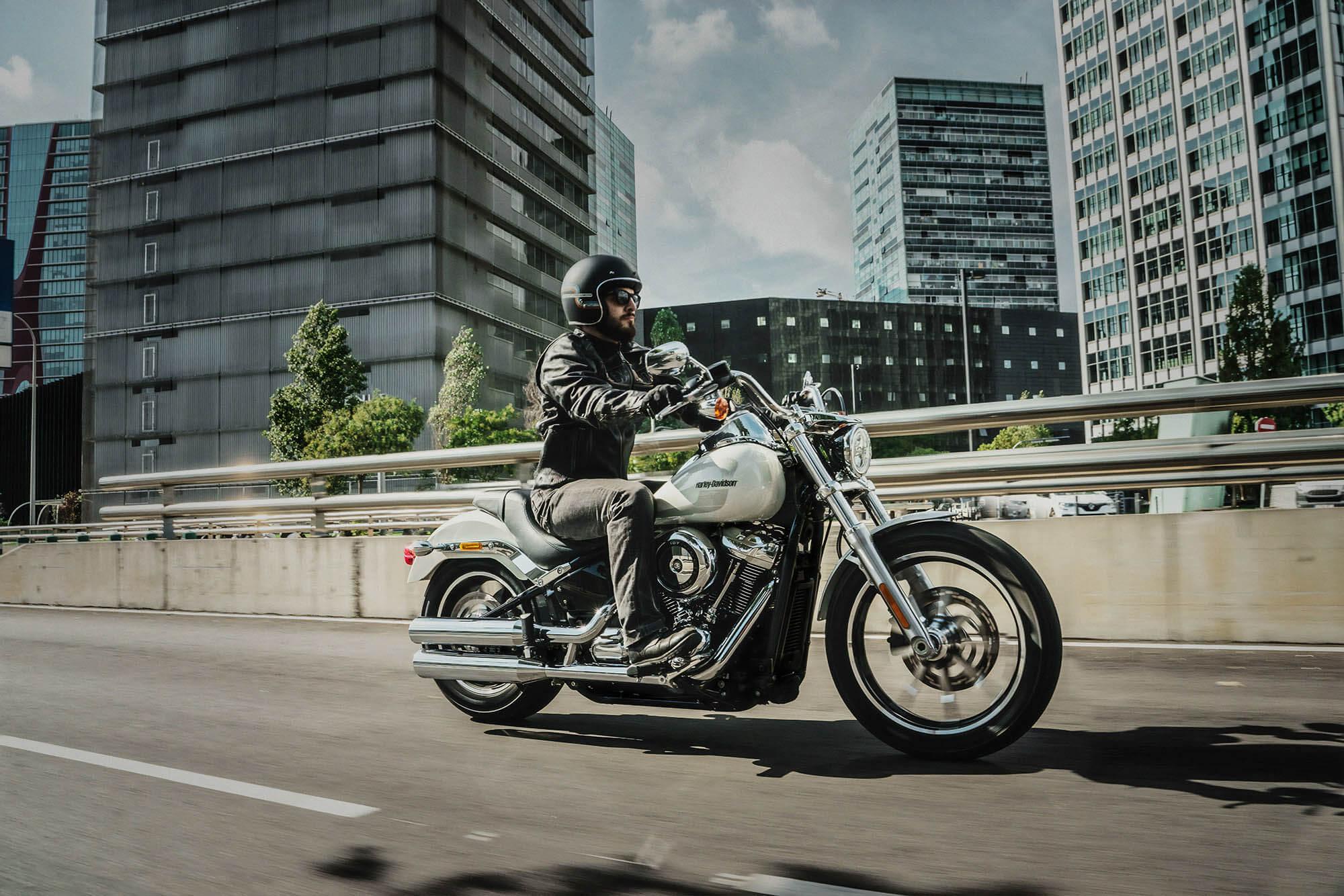 Que risque-t-on avec une plaque d'immatriculation non homologuée à moto ?