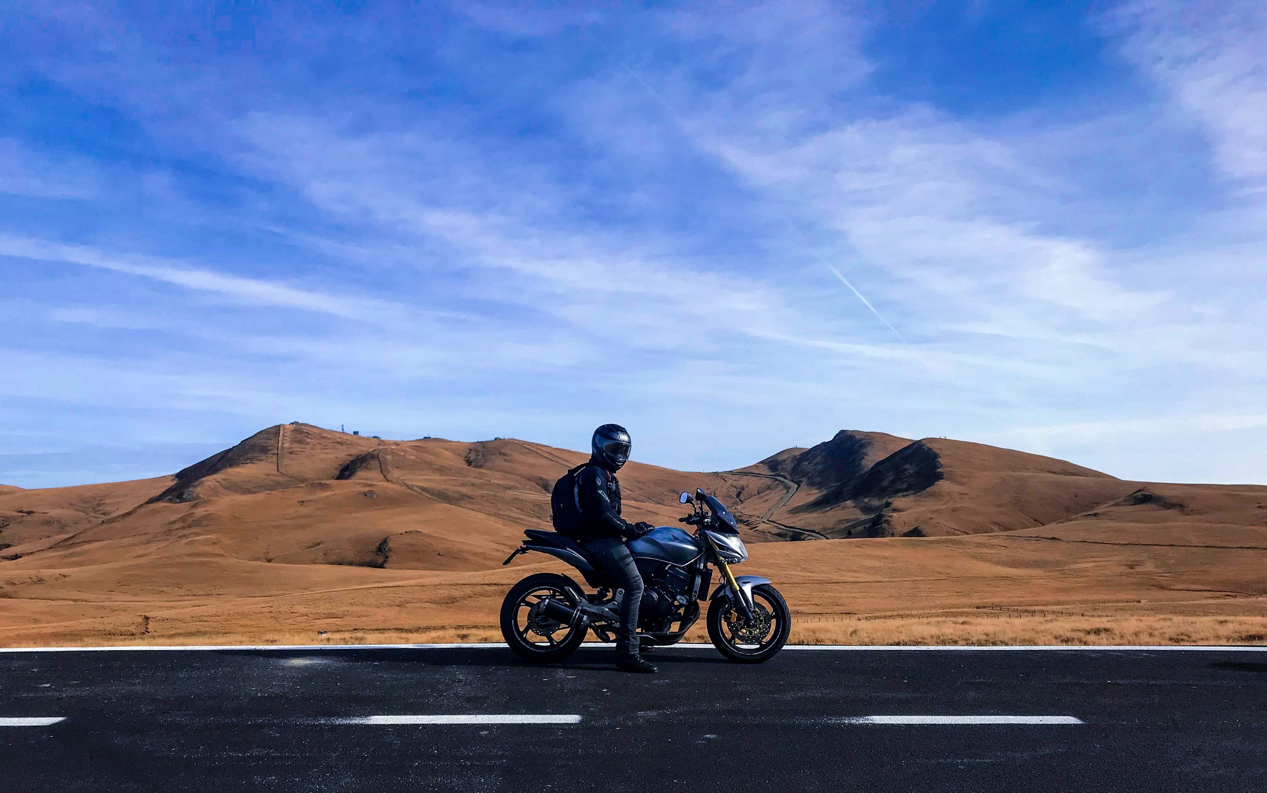 Quels équipements sont obligatoires pour rouler à moto ?