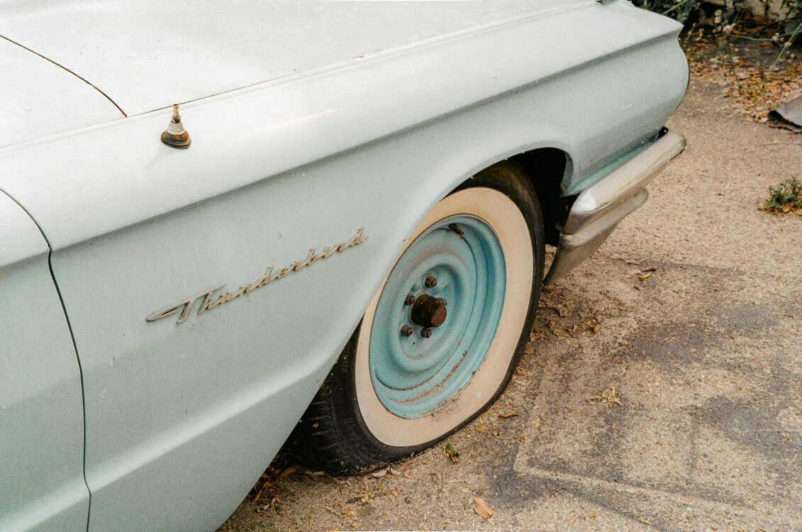 Comment changer sa roue soi-même, avec un pneu crevé ?