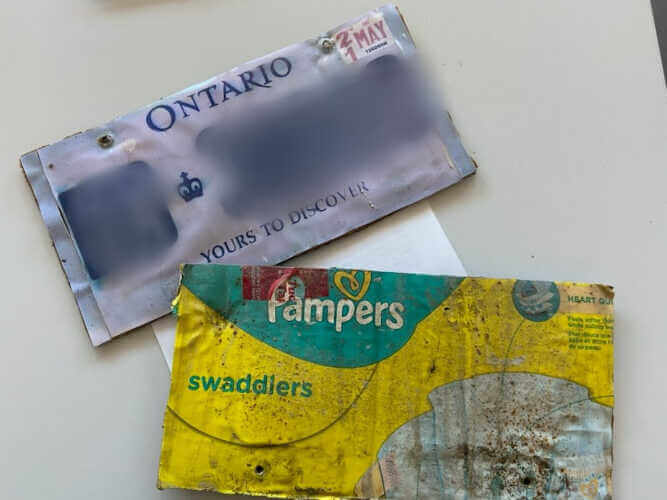 plaque d'immatriculation Canada flasifiée en carton