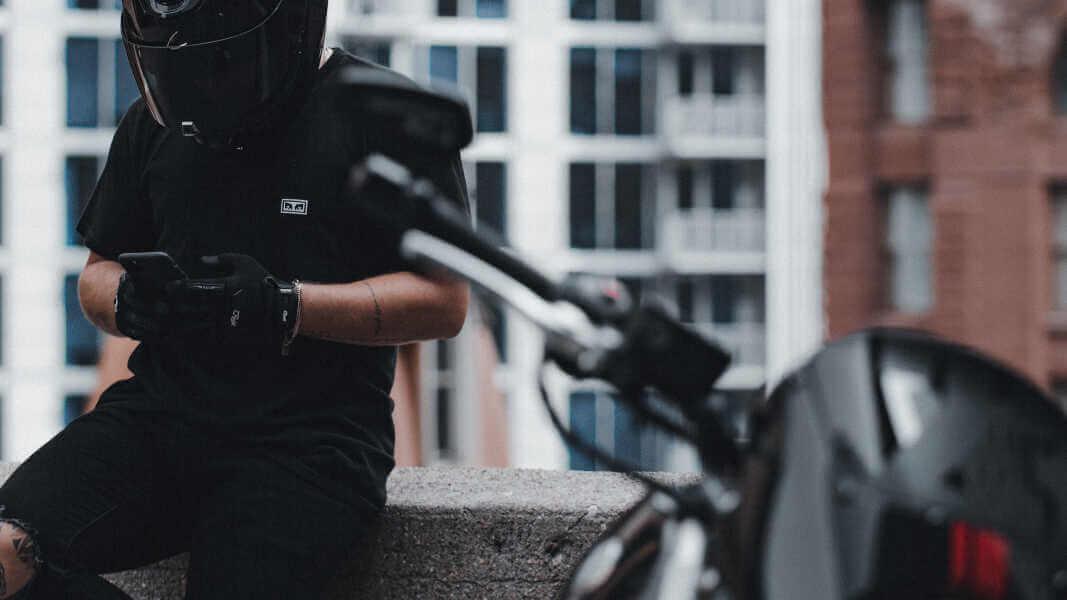 Jeune conducteur moto : comment acheter sa première bécane ? 🏁